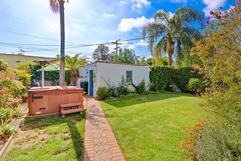 2489 Eucalyptus Ave