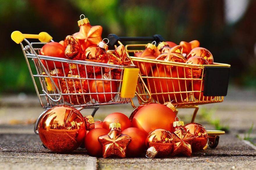 christmas-shopping-1088239_1280