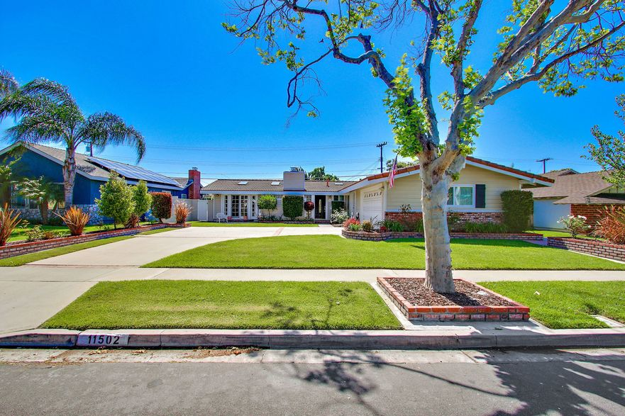 pool home for sale in Rossmoor