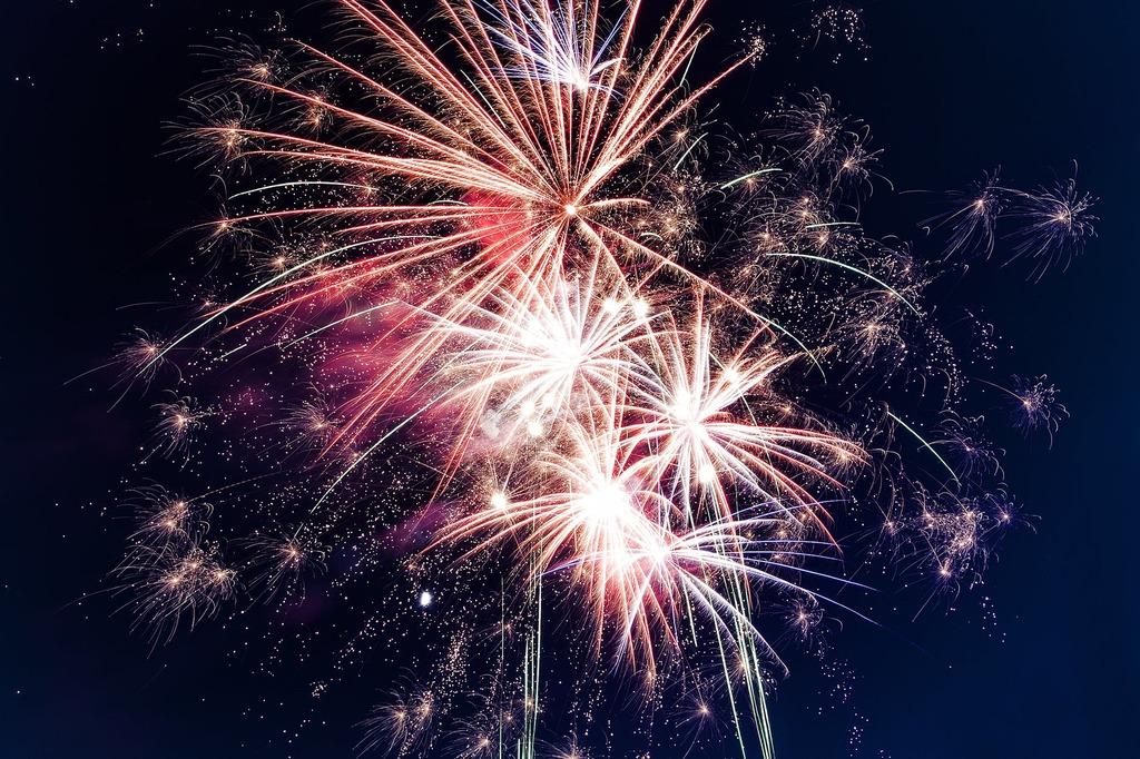 6-thereeffireworks