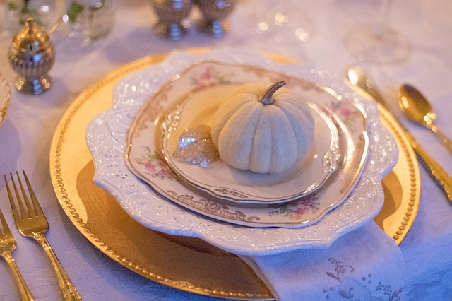 holiday-table-1926938_640