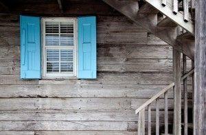 shutters-669296_640-300x197
