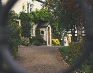 front-door-1031731_1280-300x236