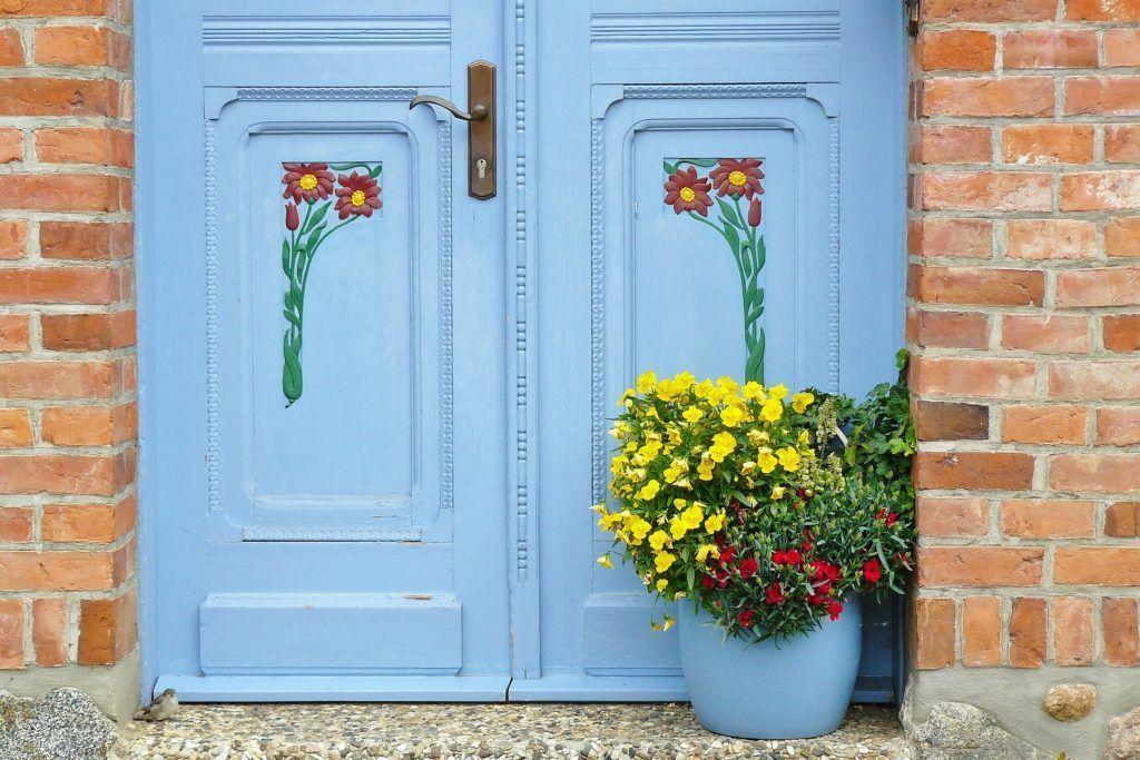 door-807058_1920-1024x683