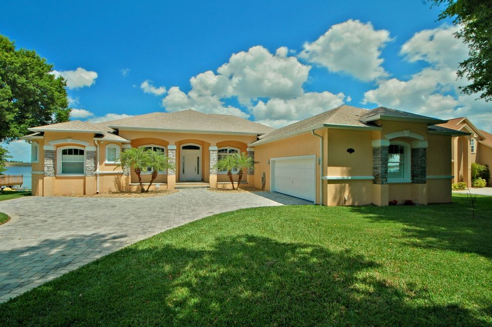 Auburndale Lakefront Home for Sale