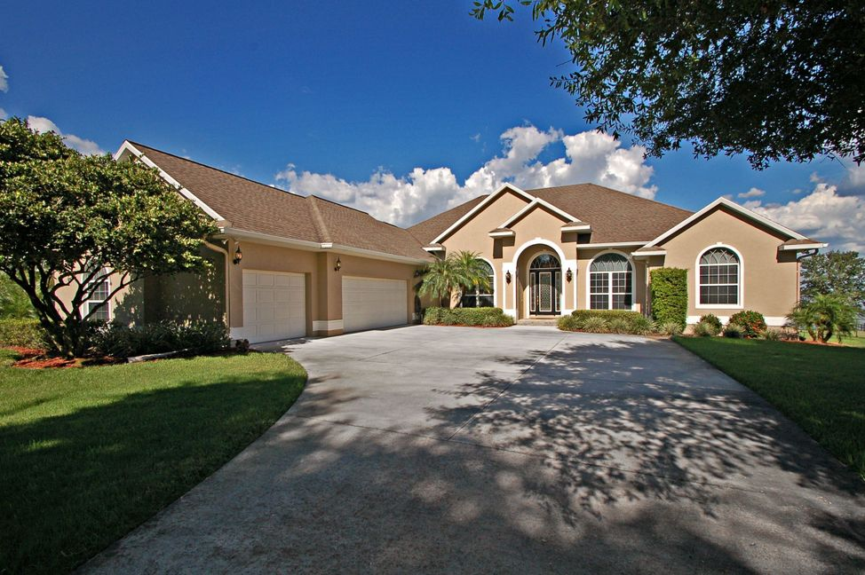 Lakefront Homes for Sale in Winter Haven