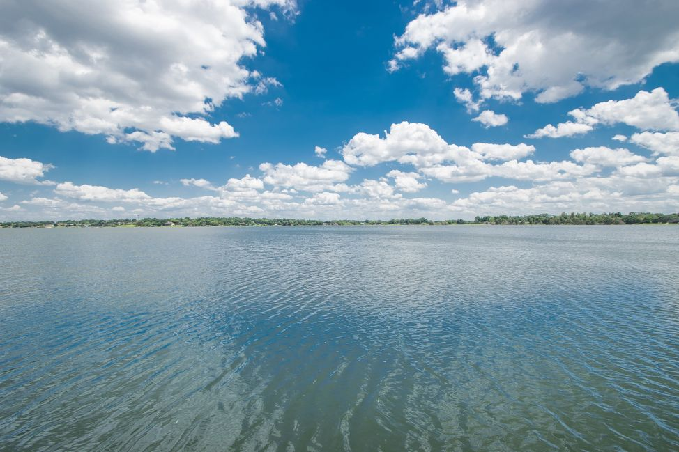 033_eagle-lake-is-647-acres