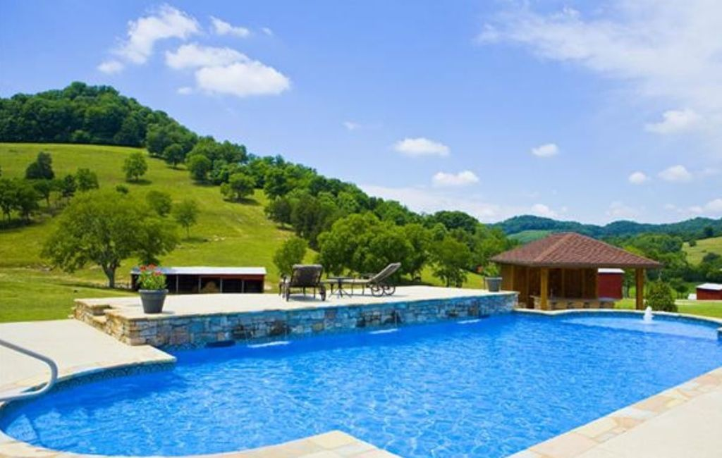 Trousdale County Homes With Pools