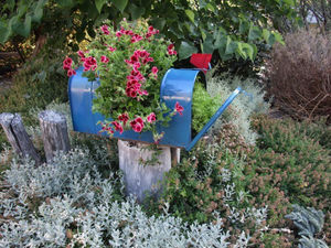 hometalk-mailbox-planter
