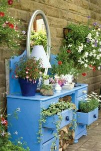 the-garden-glove-vanity-dresser-planter