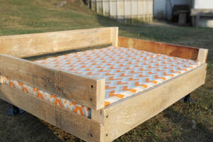 dog-pallet-bed-the-charming-farmer