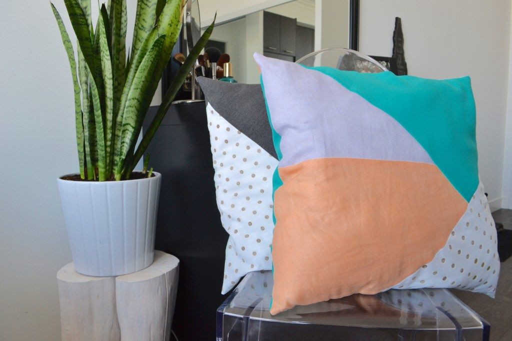 scrap-fabric-to-geometric-pillows-angean