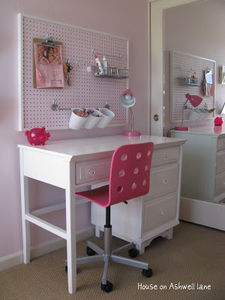 house-on-ashwell-lane-pegboard-over-desk