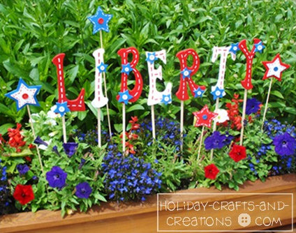 Holiday Crafts and Creations - 4th or July Garden Stakes