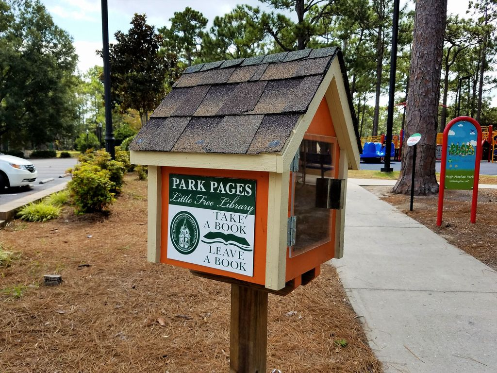 Hugh MacRae Park - Little Free Library