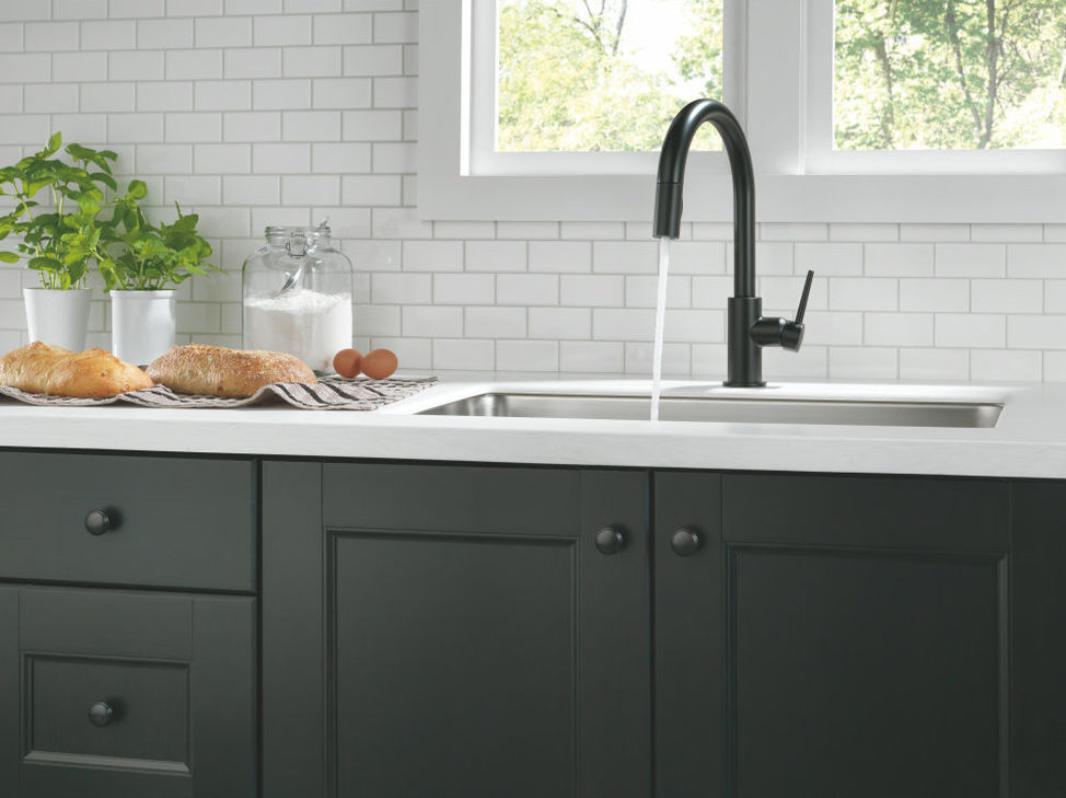dst spray running new divine alternate in delta stainless arctic kitchen mode trinsic faucet