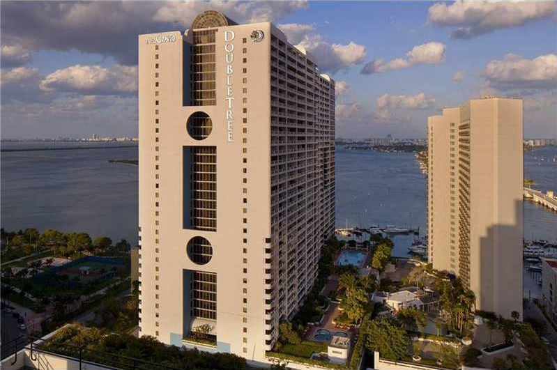 Large 1 Bed 1 Bath 1 HBath unit with large open balcony on a high floor with magnificent view of Biscayne Bay. The Grand is a luxurious building with amazing amenities; 24h concierge valet service, athletic club/spa, immense swimming pool, 4 Jacuzzis, boutiques, 4 restaurants, supermarket, cleaners $ much more close to Adrienne Arsht Center, South Beach, Midtown & Brickell.