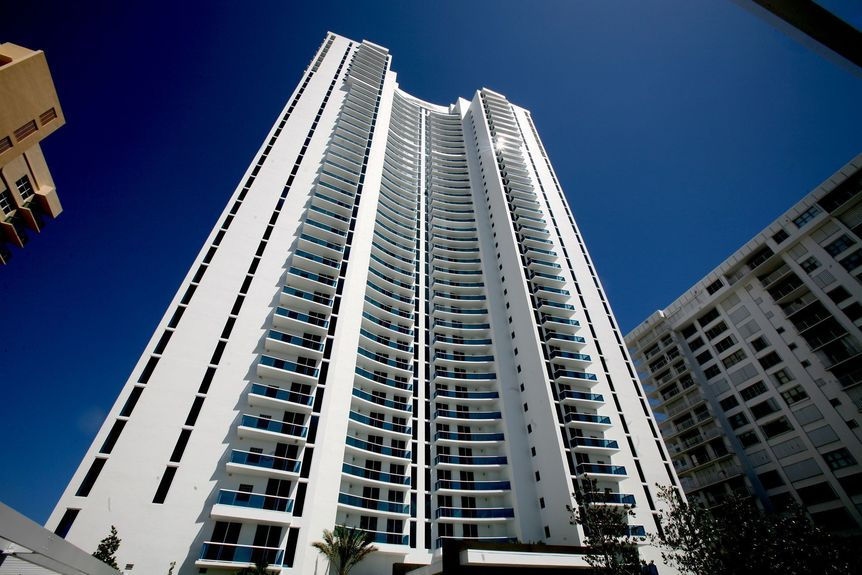 trump-condos-082109A - The Trump Hollywood, an condominium residence development by the Donald Trump and Jorge Perez, of the Related Group of Florida, on Hollywood beach in Florida. Deanna Dent, Sun Sentinel ORG XMIT: S-S0908211704060848