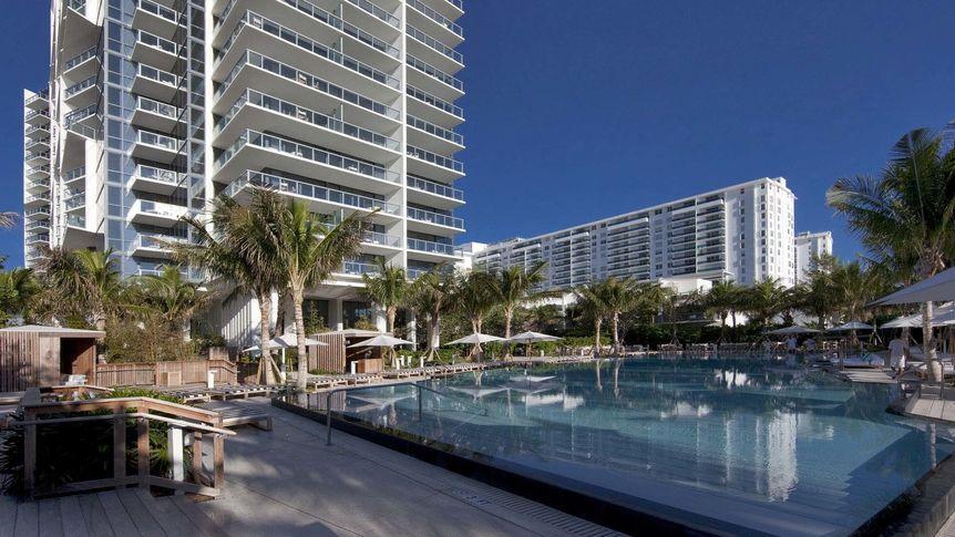 W South Beach, pool deck