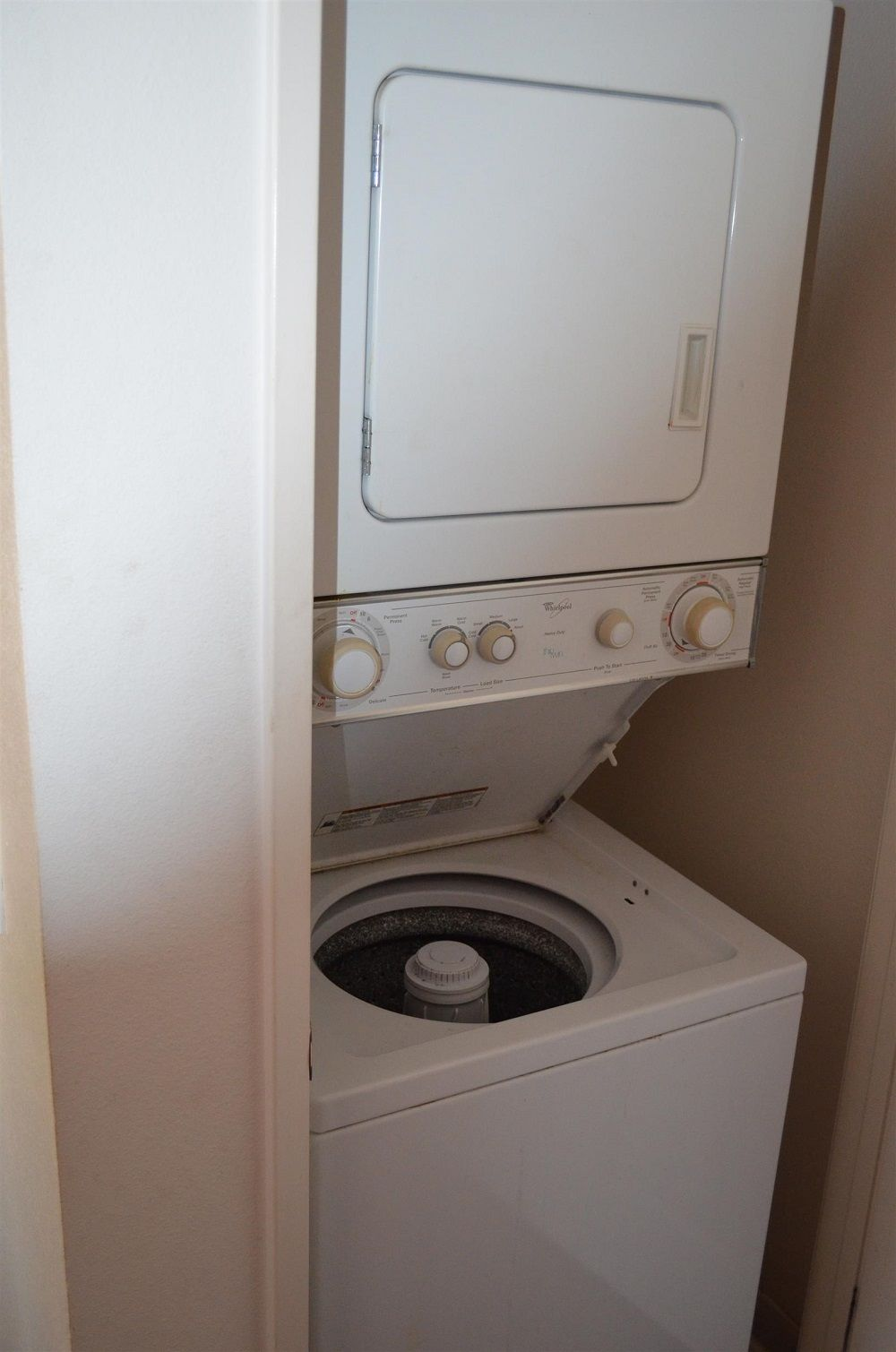 Riverpark Penthouse Condo For Sale laundry