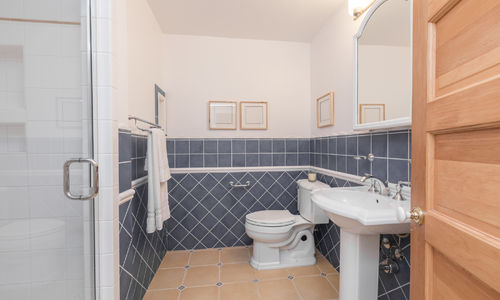 1363 Oak Steet, VIew of the Bathroom