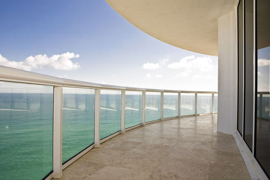 beach-front-balcony